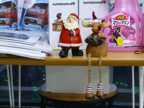 カーショップビクトリー店内もクリスマス
