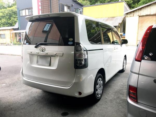平成20年式・トヨタ・ヴォクシー・トランスX・5人乗り・4WD・2000cc・白